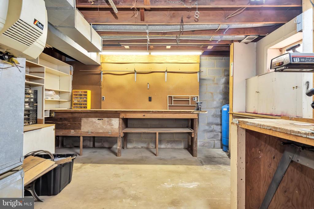 Woodworking Area in 23874 Aldie Dam Rd Lower Level - 23880 ALDIE DAM RD, ALDIE
