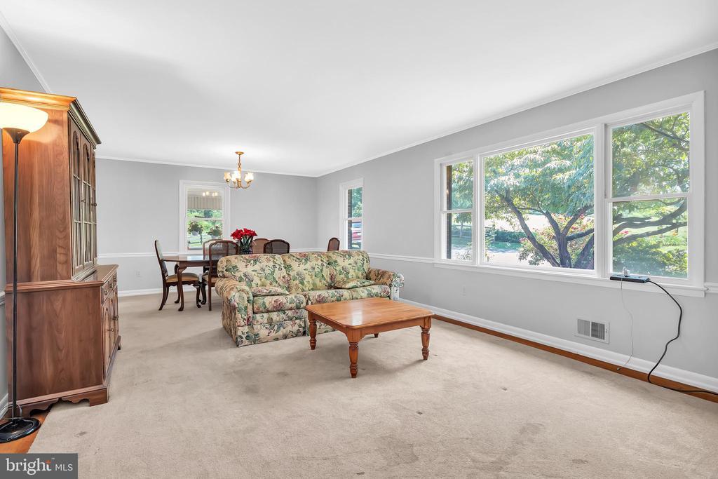 23874 Aldie Dam - Living Room w/ HWFs - 23880 ALDIE DAM RD, ALDIE