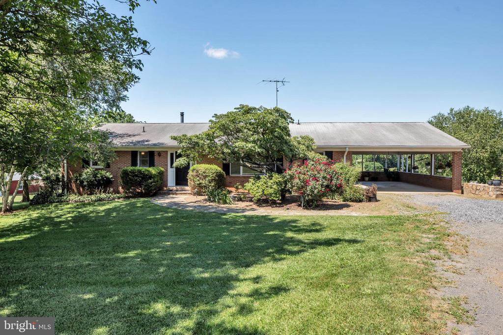 Welcome Home! Raised Rambler - 23880 ALDIE DAM RD, ALDIE