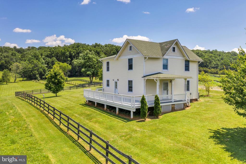 1908 Farmhouse at 23880 Aldie Dam - 23880 ALDIE DAM RD, ALDIE