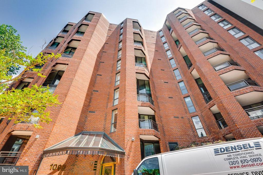 Welcome home to West End Place ! - 1099 22ND ST NW #304, WASHINGTON