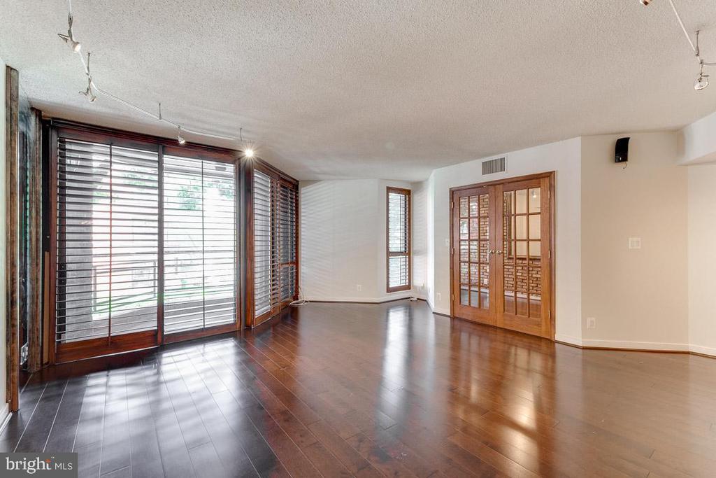 Gleaming hardwoods throughout. New balcony - 1099 22ND ST NW #304, WASHINGTON