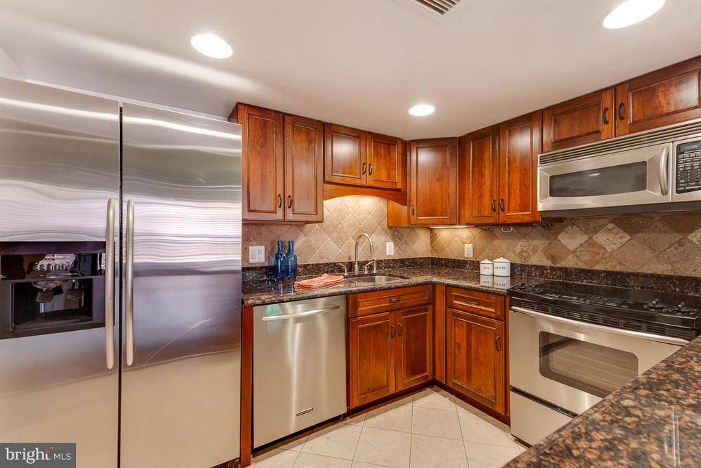 Gorgeous renovated kitchen with custom cabinetry - 1099 22ND ST NW #304, WASHINGTON