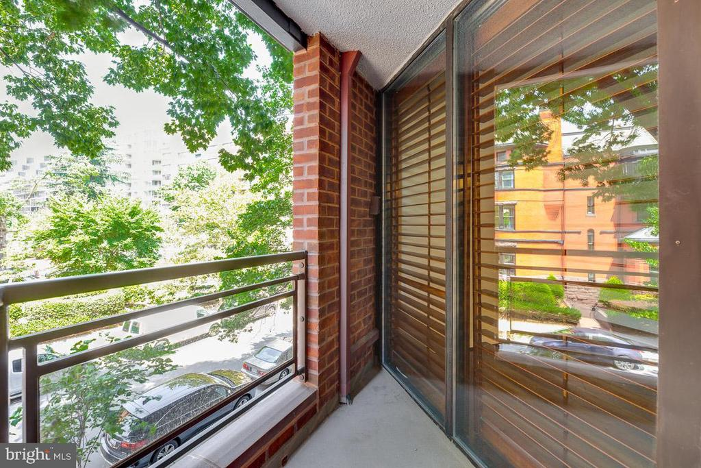 Lovely outdoor space overlooking 22nd St - 1099 22ND ST NW #304, WASHINGTON