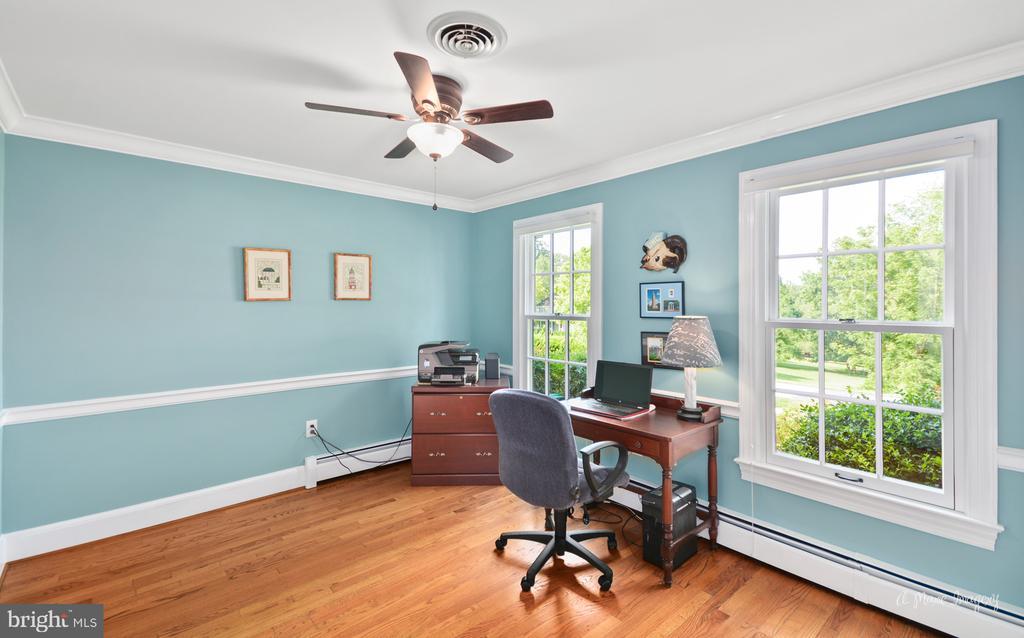 Main level bedroom w/ hardwood flooring - 10095 DUDLEY DR, IJAMSVILLE