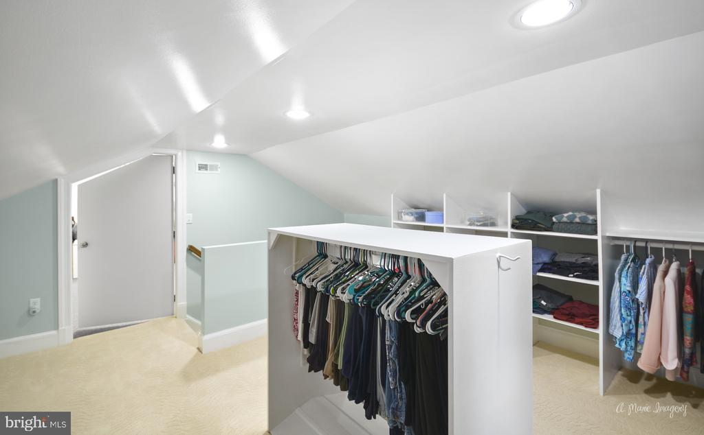 3rd floor w/ closet space and a second room - 10095 DUDLEY DR, IJAMSVILLE