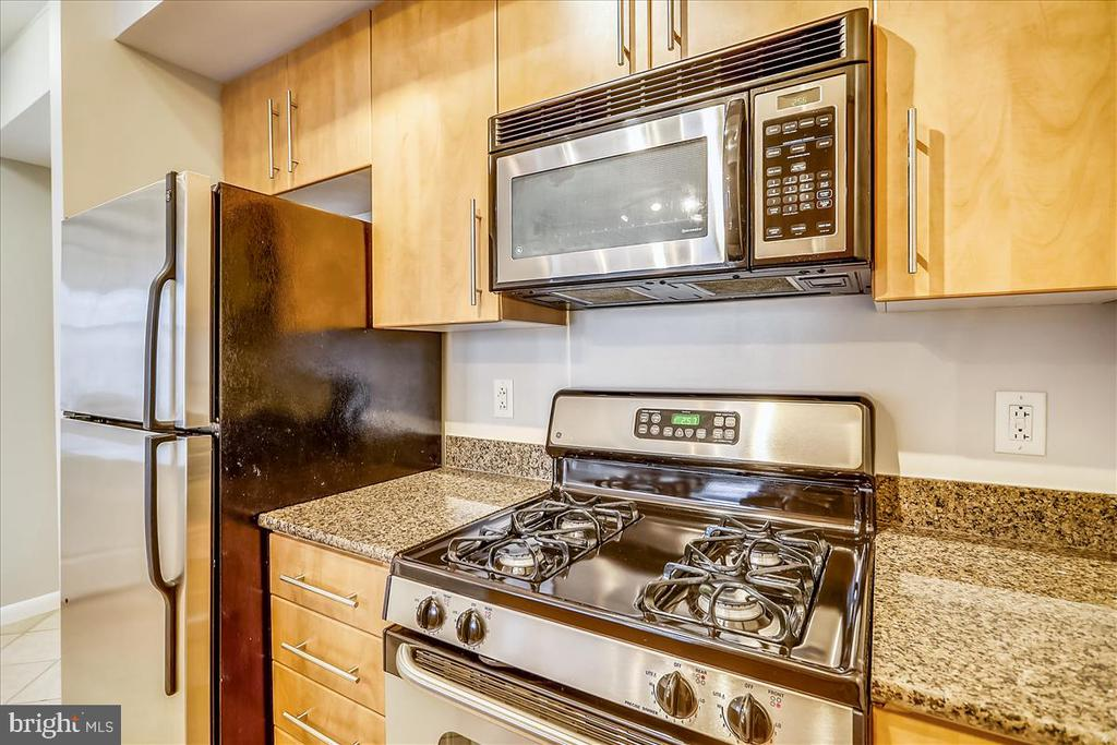 Gas Cooking! - 1021 N GARFIELD ST #804, ARLINGTON