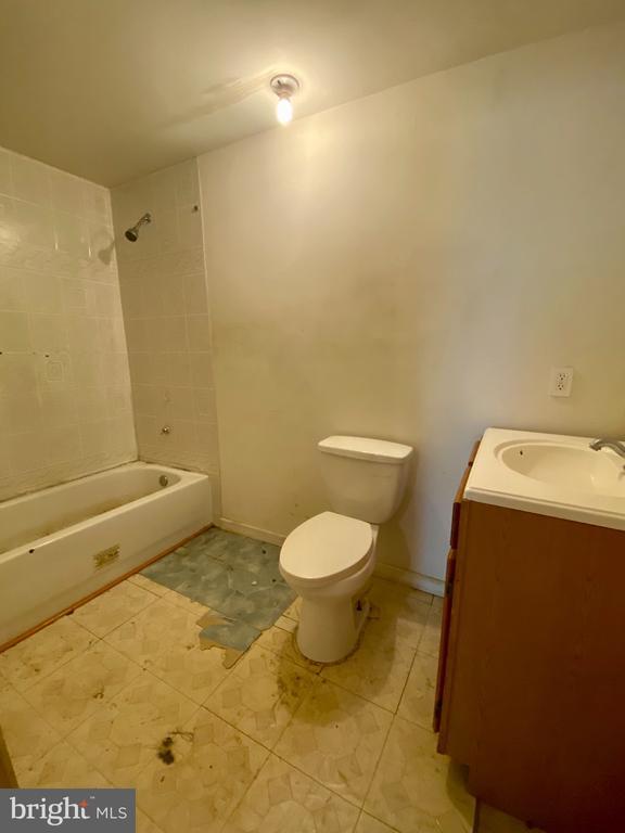 Lower Level Full Bath - 209 ASTON CT, STAFFORD