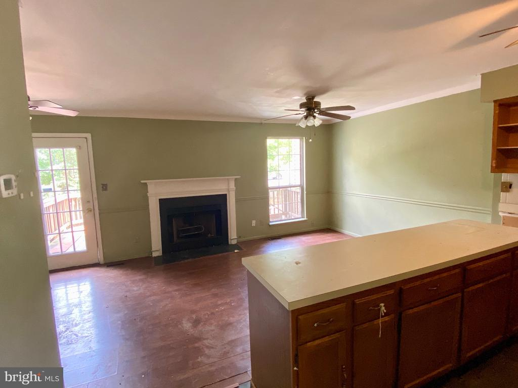 Kitchen is Open to Family Room - 209 ASTON CT, STAFFORD