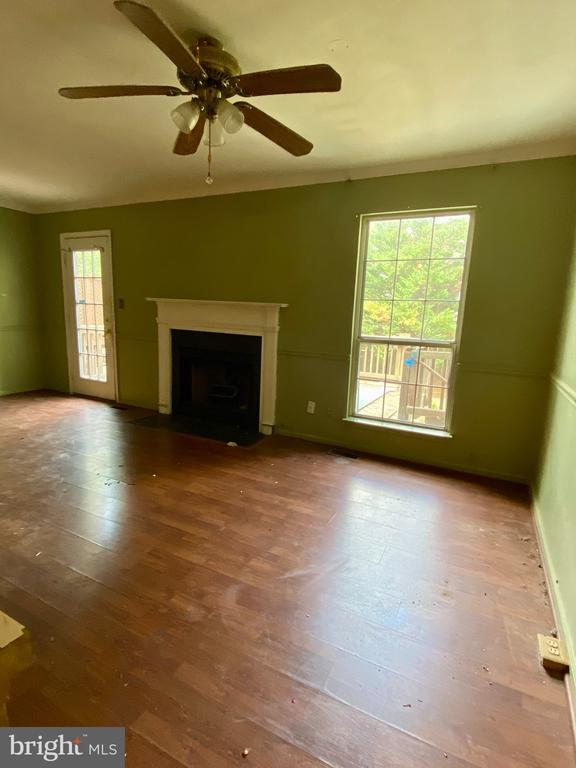 Family Room w/ Gas Fireplace & Access to Deck - 209 ASTON CT, STAFFORD