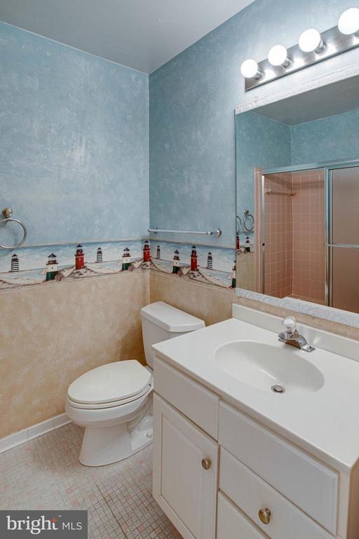 2nd Full Bath on upper level - 6100 THOMAS DR, SPRINGFIELD