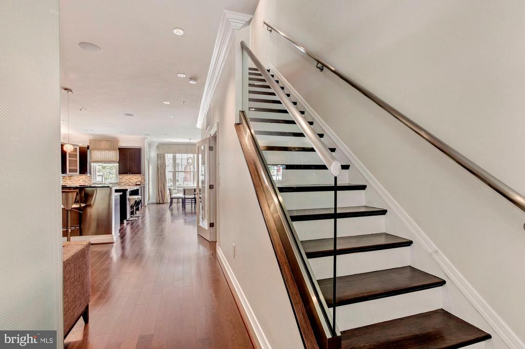 Total renovation creates the ultimate open concert - 7459 ARLINGTON RD, BETHESDA