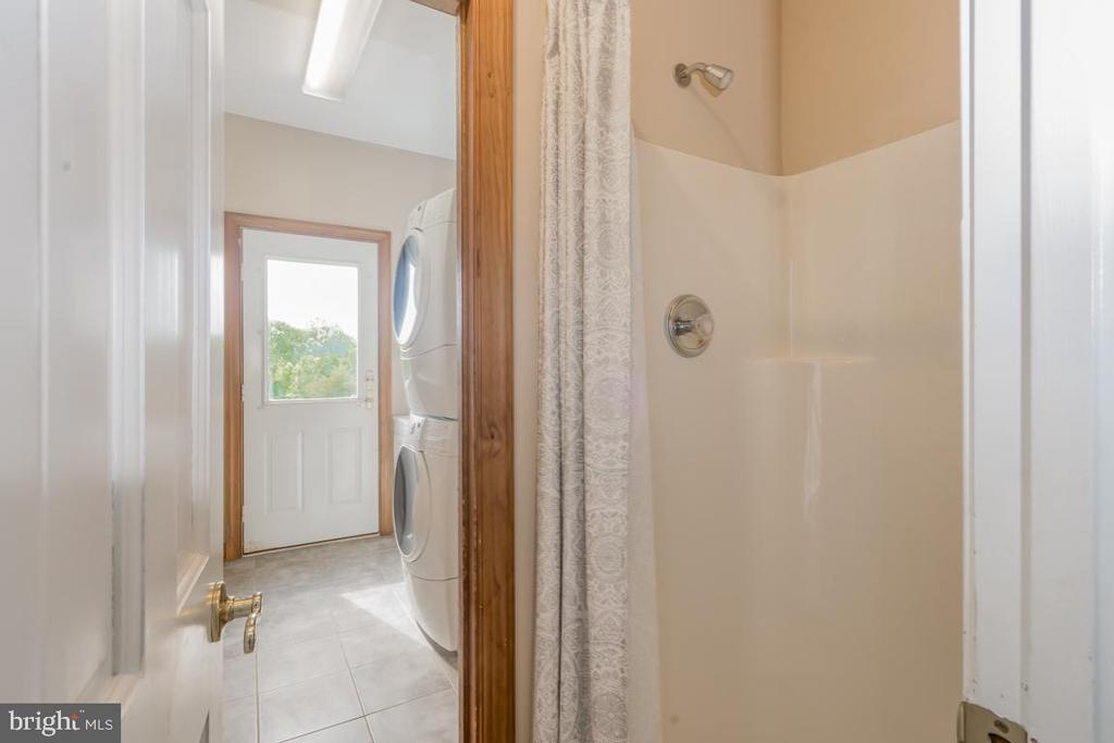 Main Level Laundry & Another Full Bath / Dog Wash - 22669 WATSON RD, LEESBURG