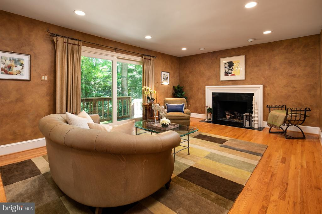 Family Room with SGDs to Deck & Yard - 10616 CANTERBERRY RD, FAIRFAX STATION