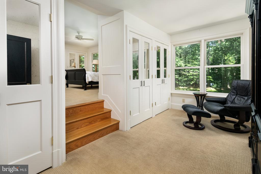 Master Suite Sitting Room w/Built-ins & Views! - 10616 CANTERBERRY RD, FAIRFAX STATION