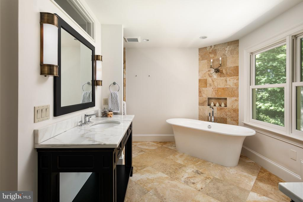 Remodeled Luxury Master Bath - 10616 CANTERBERRY RD, FAIRFAX STATION
