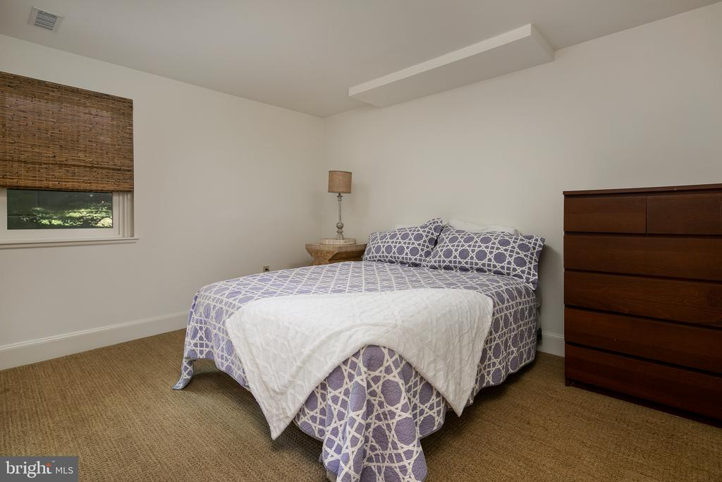 Bedroom 5 en Suite in lower level - 10616 CANTERBERRY RD, FAIRFAX STATION