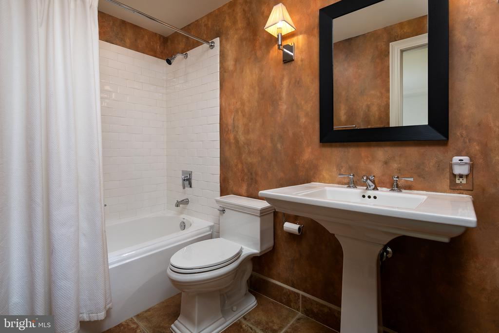 Full Bath in Bedroom 5 - 10616 CANTERBERRY RD, FAIRFAX STATION