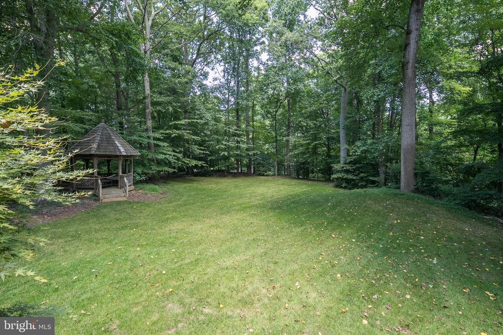 Huge Open Backyard with Gazebo (view from Deck) - 10616 CANTERBERRY RD, FAIRFAX STATION
