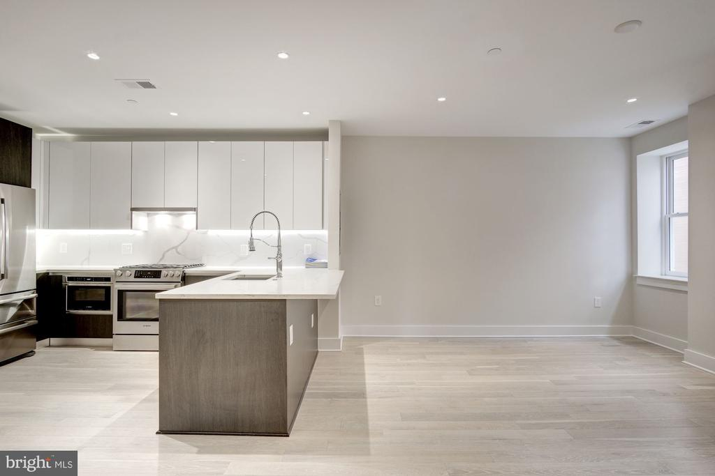 Living area suitable for entertaining/dining - 1745 N ST NW #312, WASHINGTON