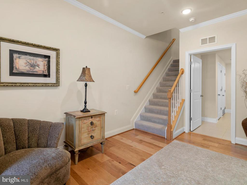 Enter to the Large Foyer - 42894 SANDY QUAIL TER, ASHBURN