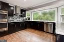 Gourmet Kitchen with stunning design features - 7 CRISSWELL CT, STERLING