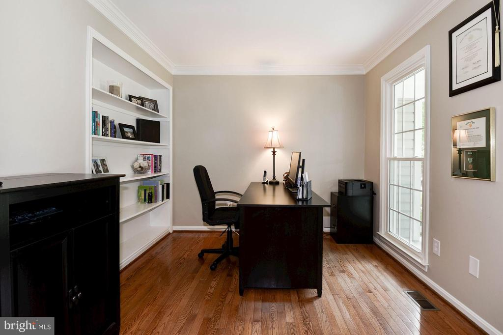 Office/Study - 7 CRISSWELL CT, STERLING