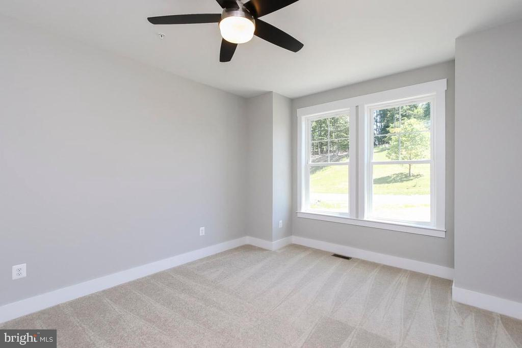 Lots of options for this room. - 6851 E SHAVANO, NEW MARKET