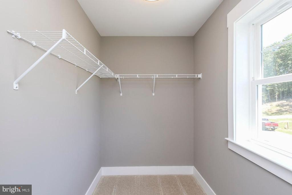 Bedroom 2 has own WIC - 6851 E SHAVANO, NEW MARKET
