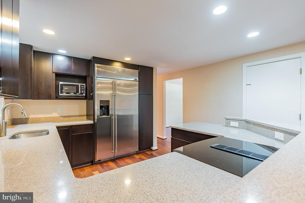 Updated kitchen with Corian counters - 11945 APPLING VALLEY RD, FAIRFAX