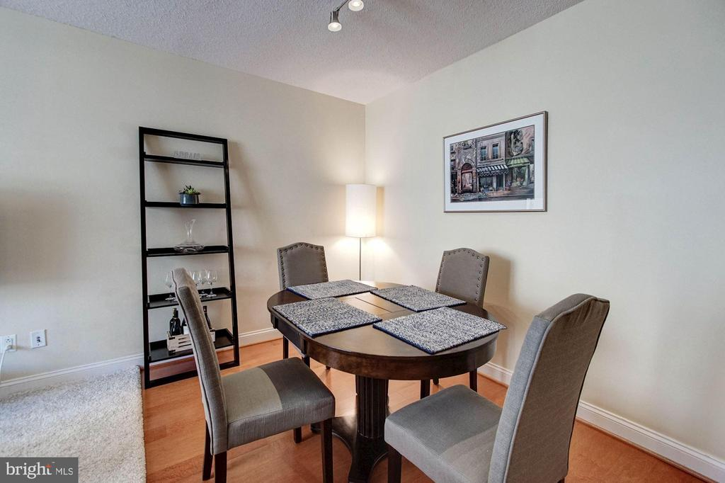 Dining area - 1020 N HIGHLAND ST #413, ARLINGTON