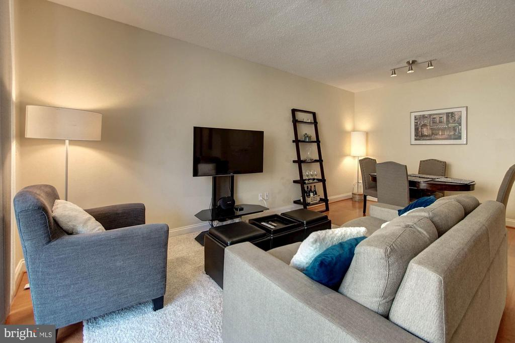 Living + dining area - 1020 N HIGHLAND ST #413, ARLINGTON