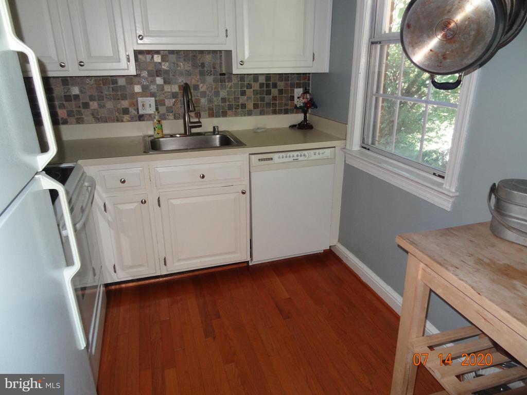Kitchen w/ Wood Floor , Window and   Backsplash - 2411 ARLINGTON BLVD #201, ARLINGTON