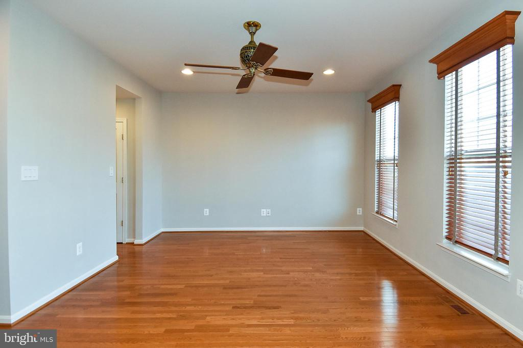 Living Area- View 1 - 11872 BENTON LAKE RD, BRISTOW
