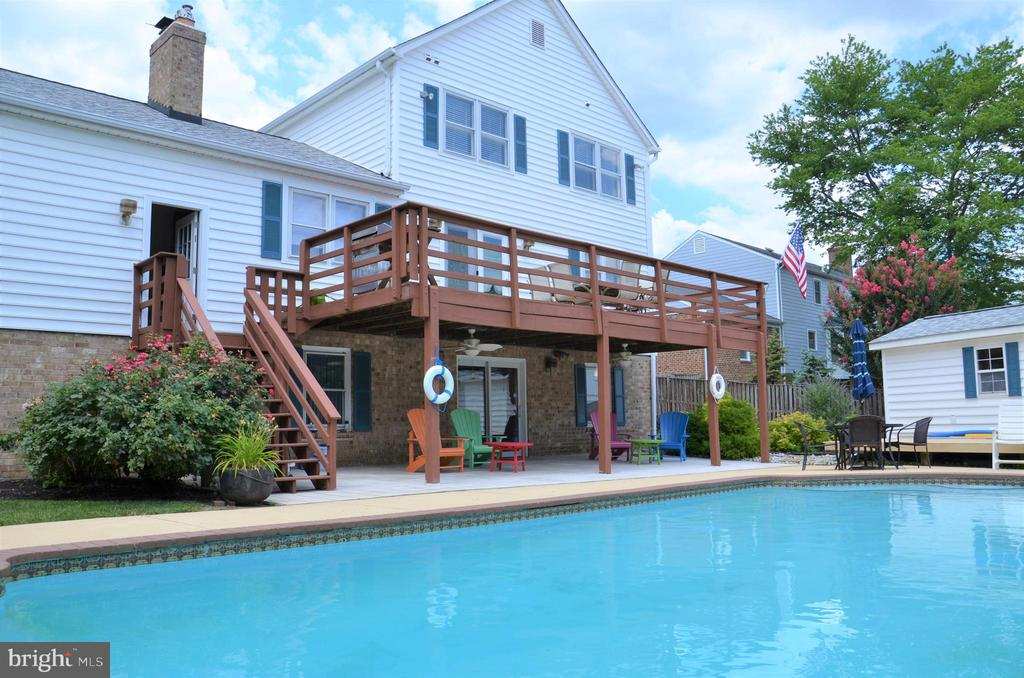 Deck and pool in backyard - 5827 WESSEX LN, ALEXANDRIA