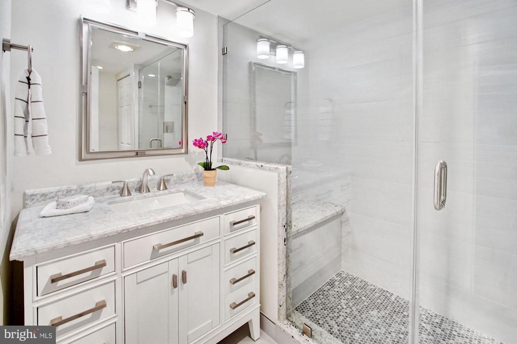 Upgraded counter-top, vanity - 2100 LEE HWY #241, ARLINGTON