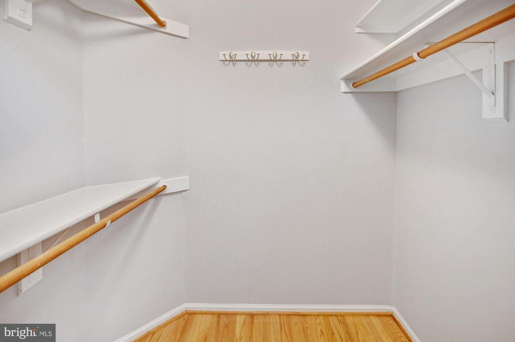 Master walk-in closet - 2100 LEE HWY #241, ARLINGTON