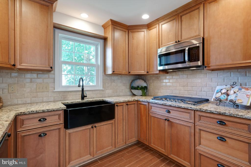 Coveted apron farm sink - 3619 ELDERBERRY PL, FAIRFAX