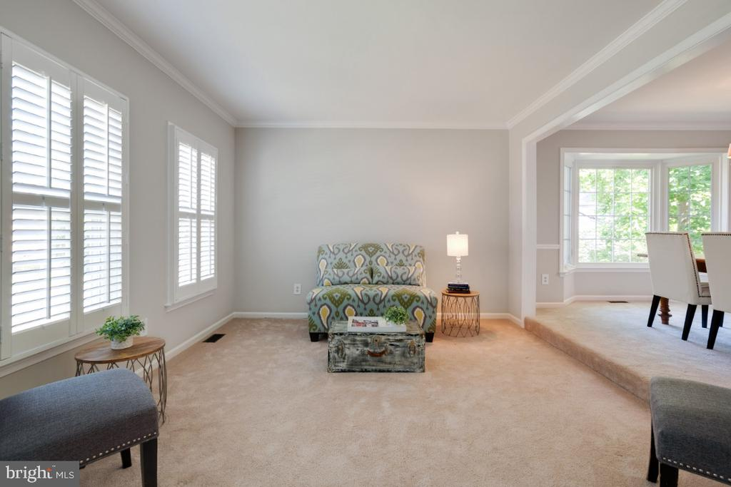 Large windows and open to dining room - 3619 ELDERBERRY PL, FAIRFAX