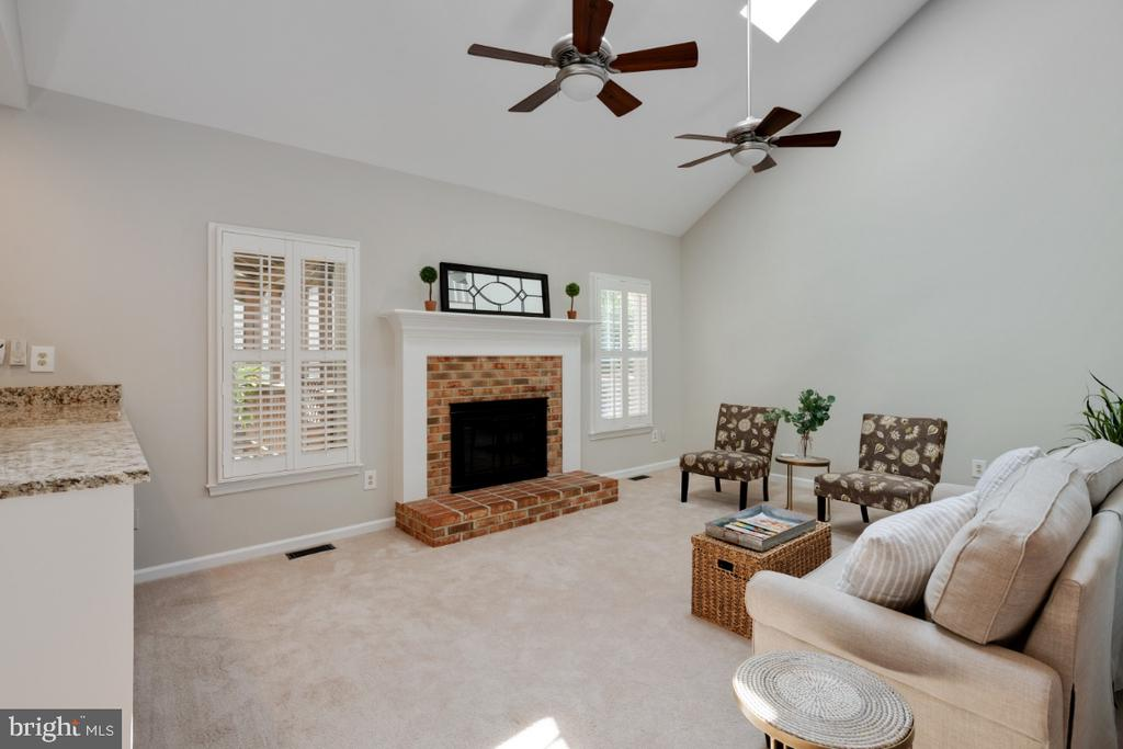 Vaulted ceiling with skylights - 3619 ELDERBERRY PL, FAIRFAX