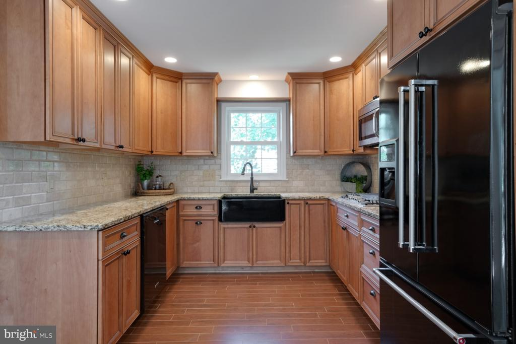 Fully renovated kitchen - 3619 ELDERBERRY PL, FAIRFAX