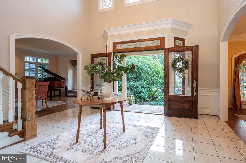 Huge Foyer - 3601 SURREY DR, ALEXANDRIA