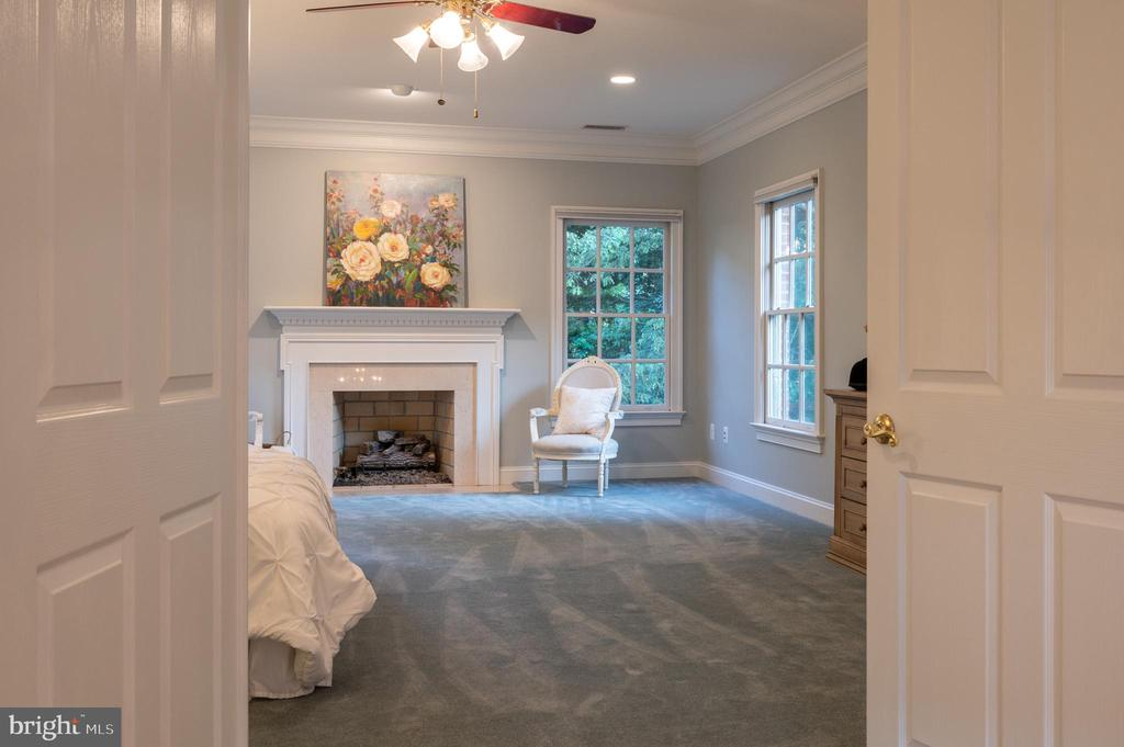 View into Spacious Owners Suite - 3601 SURREY DR, ALEXANDRIA