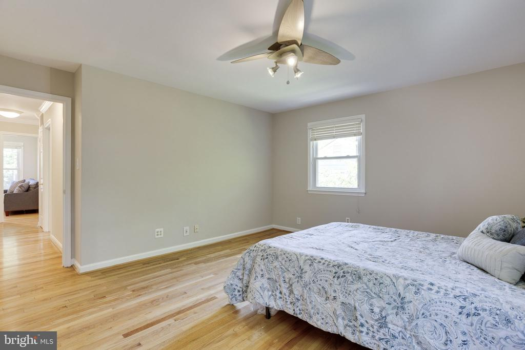 Master Bedroom - 1906 GREAT FALLS ST, MCLEAN