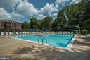 Outdoor pool with lounge deck - 2100 LEE HWY #241, ARLINGTON