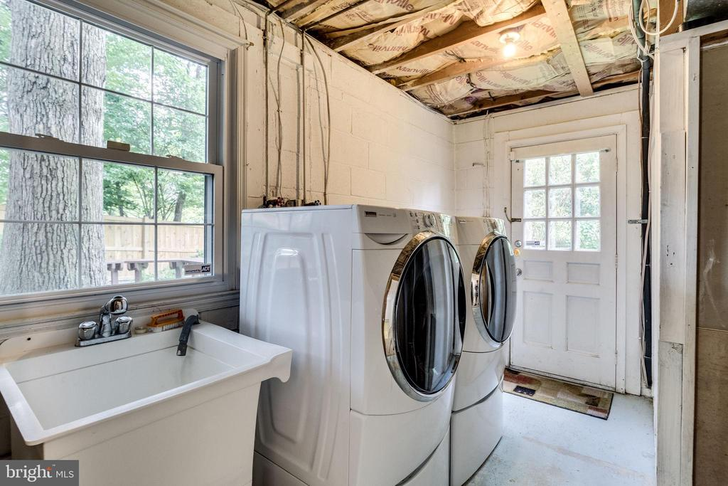 Laundry Room, washer and dryer convey - 4702 DECLARATION CT, ANNANDALE