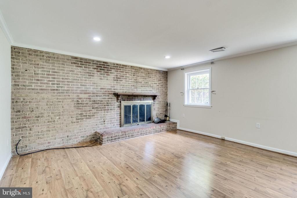 3rd level, steps off main level Family Room - 4702 DECLARATION CT, ANNANDALE