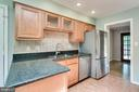 Maple cabinetry w glass fronts, stainless applianc - 4702 DECLARATION CT, ANNANDALE