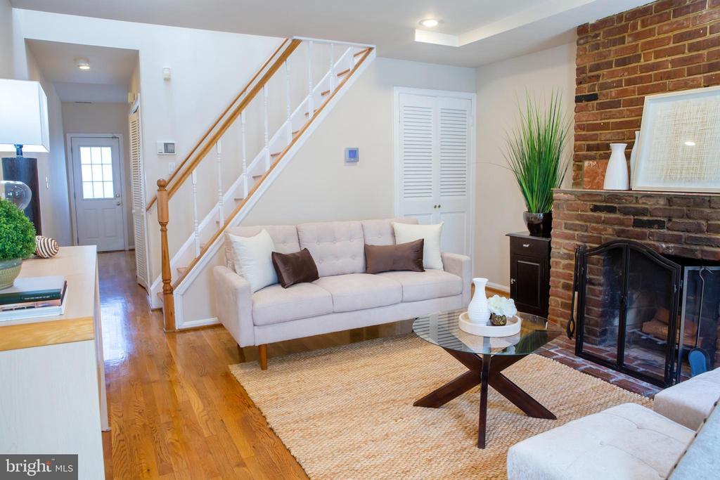 Living Room West - 726 6TH ST NE, WASHINGTON