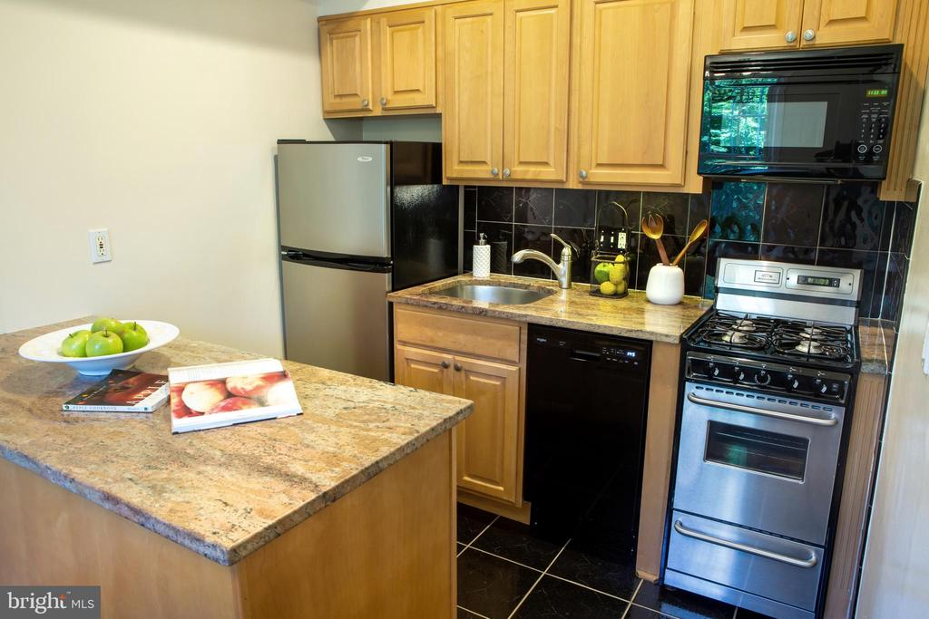 Kitchen Northeast - 726 6TH ST NE, WASHINGTON